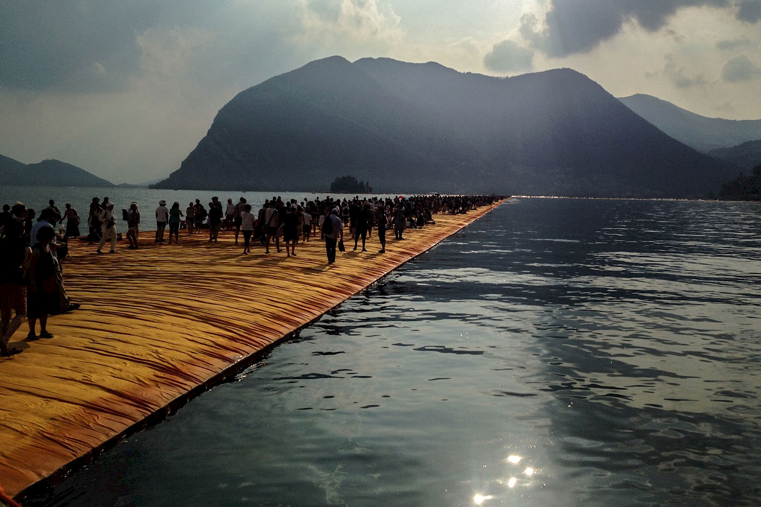 The Floating Piers, Christo und Jeanne Claude, Lago di Iseo, 2016